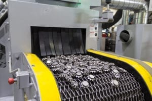 Mesh Belt shot blast machine with cleaned parts